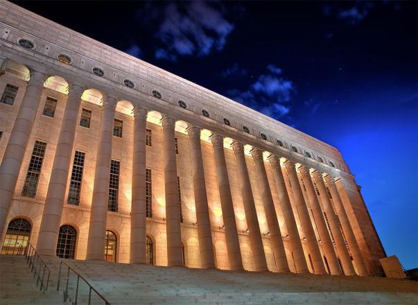 Casa del Parlamento en Helsinki, Finlandia | Foto: Janne Hellsten