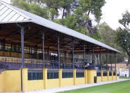 Tribuna del Hipódromo Real Club Pineda de Sevilla | Foto: Carlosrs