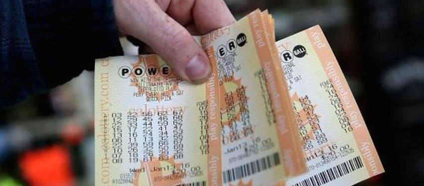 La lotería Powerball es una de las más jugadas en Estados Unidos. Foto: Twitter.