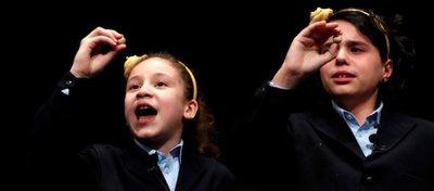 Aya y Carla, las niñas que cantaron el Gordo.