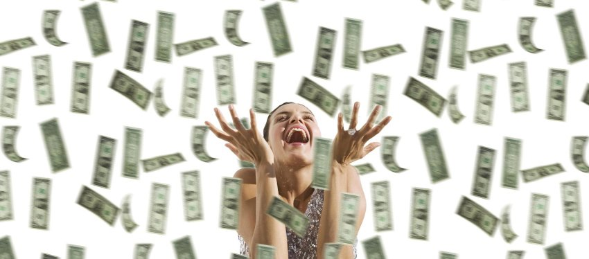 Pues parece que no, no seremos más feliz con una lluvia de billetes. Foto: CNBC.