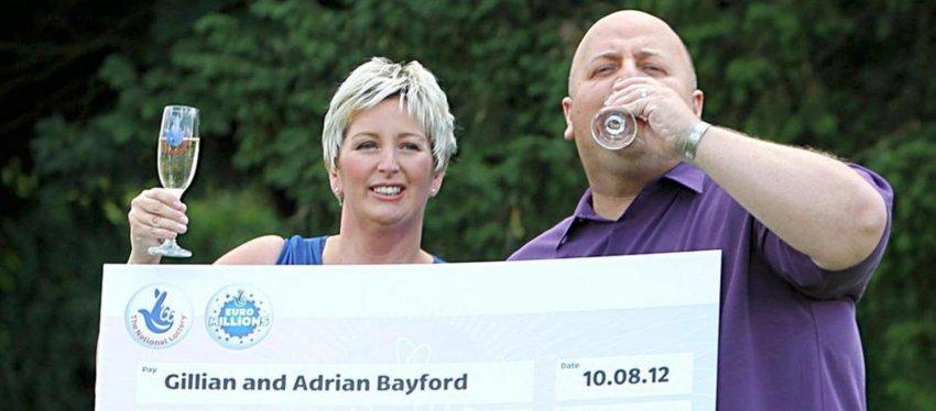 Gillian y Adrian Bayford, tras ganar el Euromillon en 2012. Foto: Efe.