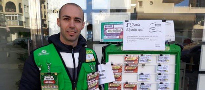 Luis Pino, el vendedor del primer premio del Cuponazo. Foto: Twitter.