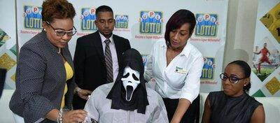 Un jamaicano gana la lotería y se disfraza para no ser reconocido