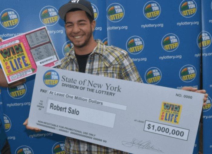 Gana un premio de lotería con 18 años