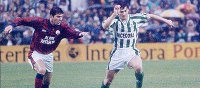 Zidane ya demostró su clase en aquel encuentro de Uefa ante el Betis. Foto: @oldmodernfc.