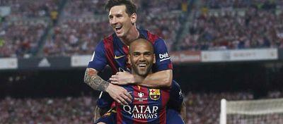 El cariñoso mensaje de Alves a Messi tras la derrota de Argentina