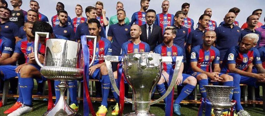 El FC Barcelona posa en la foto oficial de esta temporada. Foto: FC Barcelona.