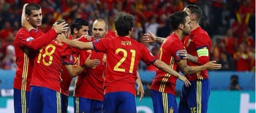 La selección española celebra el 3-0 ante Turquía. Foto: @uefaeuro.