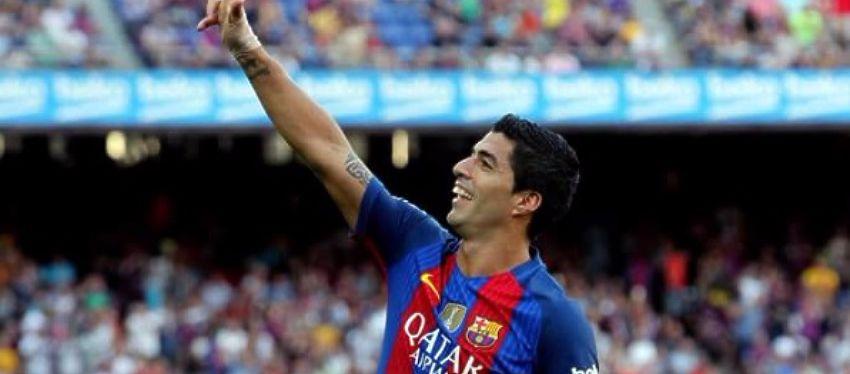 Suárez celebra uno de los tres goles que ha anotado ante el Betis. Foto: Twitter.