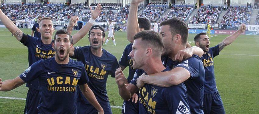 Jugadores del Ucam Murcia celebrando el ascenso | Foto: @UCAM Murcia