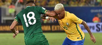 El momento en el que Duk le propinó el codazo a Neymar. Foto: @marca.