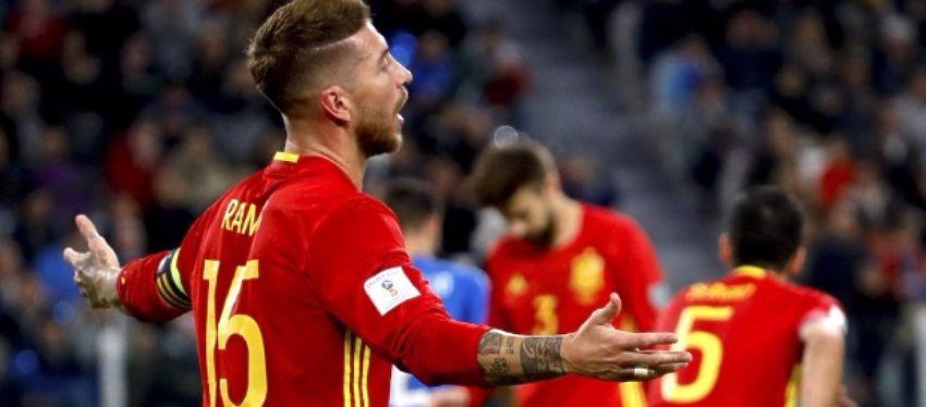Sergio Ramos se lamenta tras el penalti cometido sobre Eder. Foto: @ellarguero.