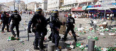 Enfrentamiento hinchas ingleses en Marsella | Foto: @jose17siva
