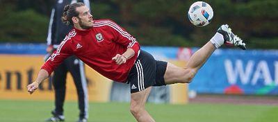 Bale controla el balón en uno de los entrenamientos con Gales. Foto: Instagram.