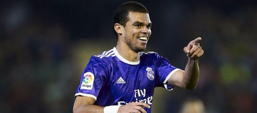 Las negociaciones entre Pepe y el Real Madrid siguen en punto muerto. Foto: Twitter.