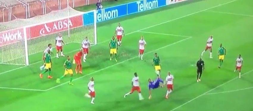 Masuluke demostró que los porteros también la saben meter. Foto: Youtube.