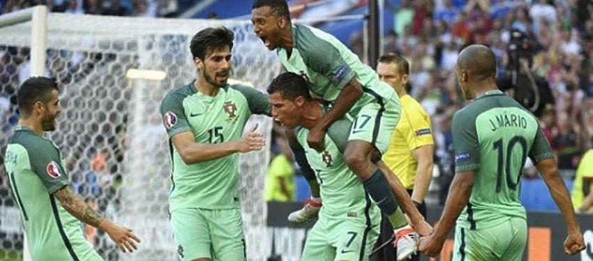 Portugal celebra su clasificación para los octavos de final. Foto: @uefaeuro.