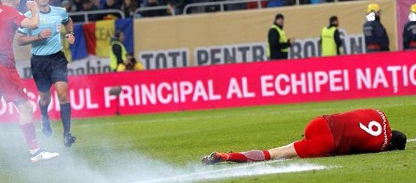 Lewandowski tuvo que ser atendido tras el estruendo del petardo. Foto: Tyc Sports.