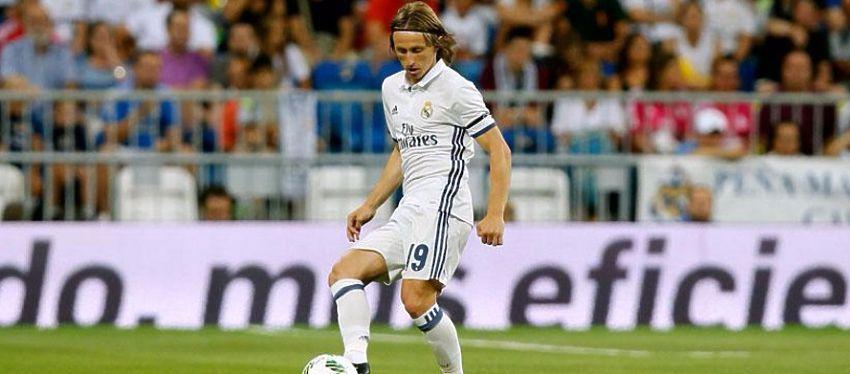 Modric cuajó un buen partido en su regreso al once de Zidane. Foto: Bernabéu DIgital.