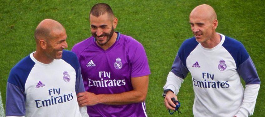 Benzema celebra la Supercopa de Europa con Zidane. Foto: Twitter.