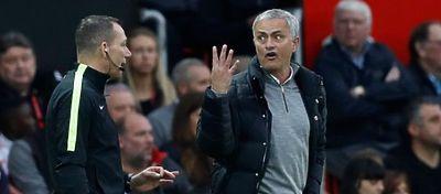 Mourinho sigue buscando su sitio en Manchester. Foto: Mirror.