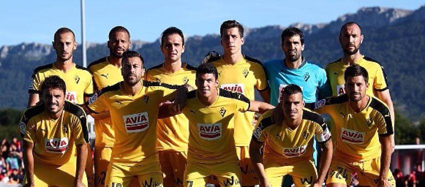 El Eibar, con su segunda equipación en un partido de pretemporada. Foto: SD Eibar.