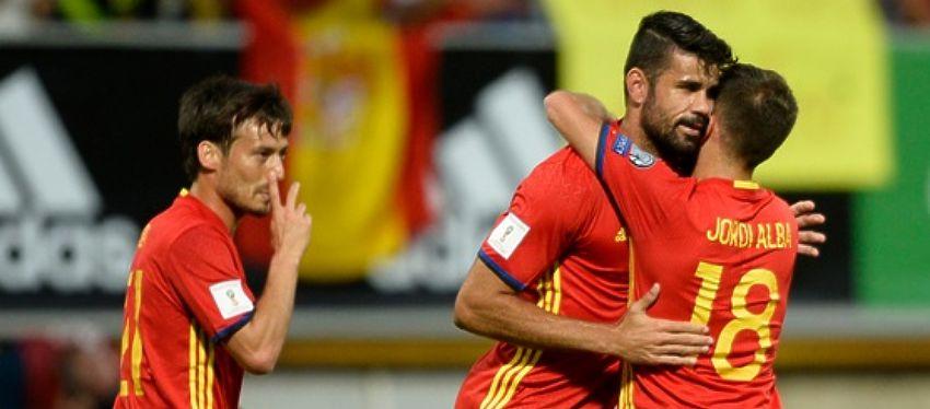 Diego Costa celebra uno de sus goles junto a Silva y Jordi Alba. Foto: Twitter.