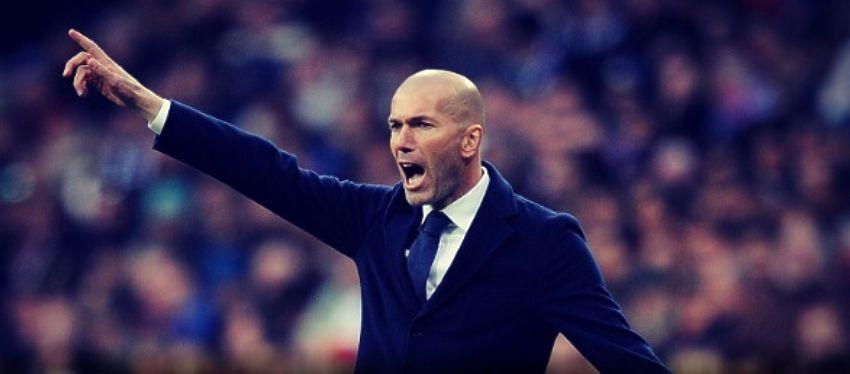 Zidane reparte instrucciones a sus jugadores desde la banda. Foto: @realmadridpst.