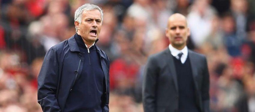 Mourinho dirige a sus jugadores en el partido frente al Manchester City. Foto: Twitter.