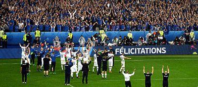 La selección de Islandia saluda a sus seguirdores |Foto: @SDeislandia