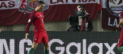 Cristiano Ronaldo volvió a sonreír con Portugal. Foto: Twitter.