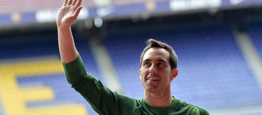 Bravo, durante su presentación con el FC Barcelona, hace dos temporadas. Foto: Twitter.