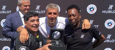 Maradona y Pelé posan junto a Hernán Crespo en El Partido de la Amistad. Foto: Twitter.