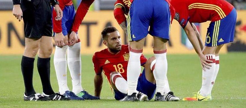 Jordi Alba se lesionó ante Italia y es duda para el partido frente al Deportivo y el Manchester City. Foto: Twitter.
