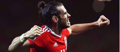 Gareth Bale celebra un gol con Gales