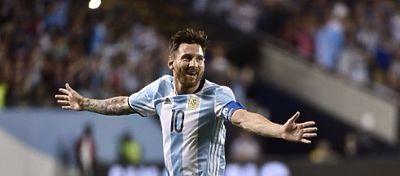 Messi salió por la puerta grande en el Soldier Field con un triplete que sentenció a Panamá. Foto: @espndatos.