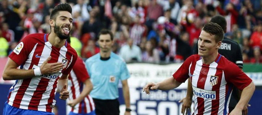 Yannick Carrasco celebra uno de sus tres goles ante el Granada. Foto: @atletico_md.