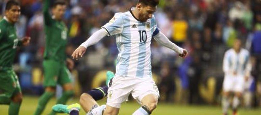 Lionel Messi rematando a puerta | Foto: @Argentina