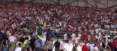 Aficionados en las gradas del partido Inglaterra - Rusia | Foto: Youtube
