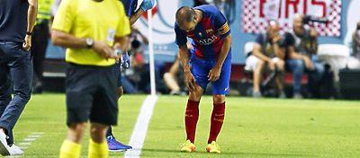 Iniesta se resiente de la rodilla derecha. Foto: Twitter.