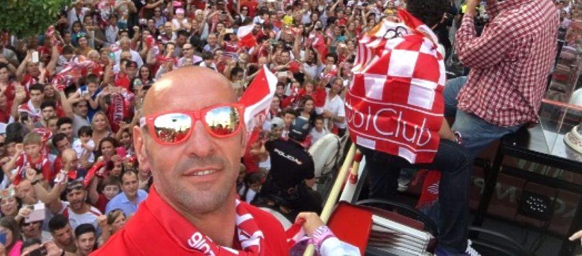 Monchi celebra la Europa League con el Sevilla. Foto: Twitter.
