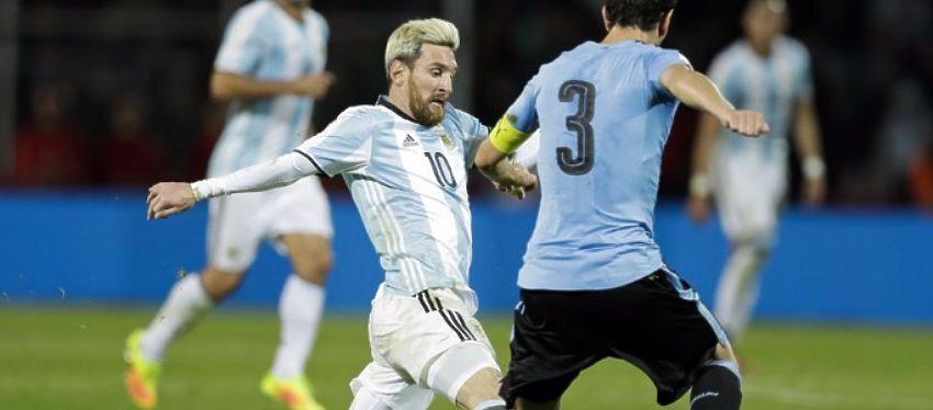 Messi, durante el partido de anoche frente a Uruguay. Foto: Twitter.