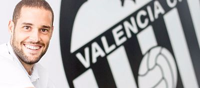 Pese a jugar como cedido, a Mario Suárez le gustaría seguir en Valencia muchos años. Foto: EuroLatino.