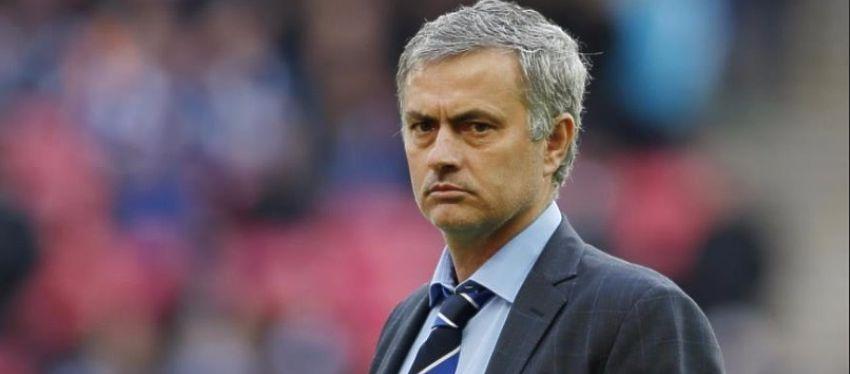 José Mourinho sustituirá en el cargo a Van Gaal, que se marchará de Manchester por la puerta de atrás. Foto: @elinformantemx