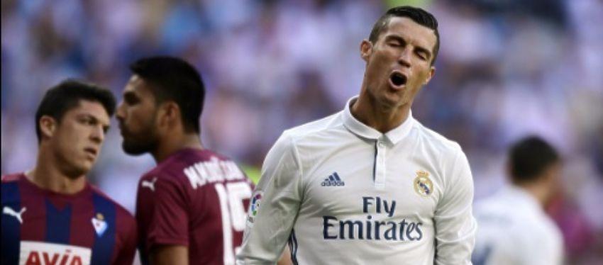 Cristiano se lamenta de una ocasión fallada ante el Eibar. Foto: Twitter.