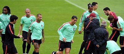 Selección de Portugal durante un entrenamiento | @Selecaoportugal
