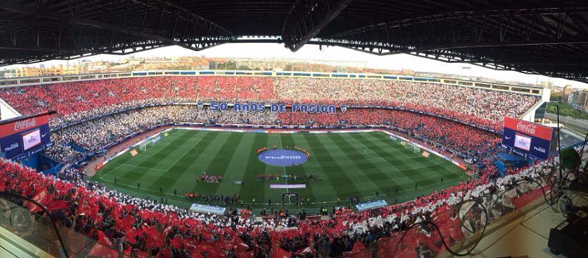 Mosaico conmemorativo de los 50 años del Calderón. Foto: Twitter.