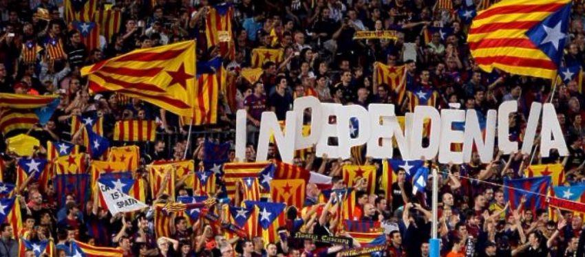 El Barça volvió a desafiar a la UEFA con la exhibición de esteladas. Foto: Twitter.