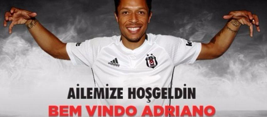 Adriano posó con la que será su nueva camiseta a partir de la próxima temporada. Foto: Besiktas.
